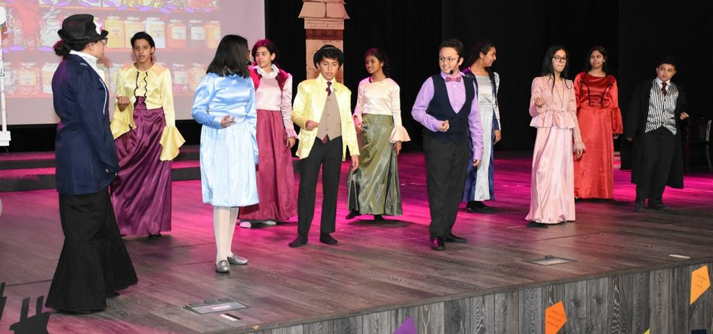 Secondary School's Production 18/19 - Mary-Poppins